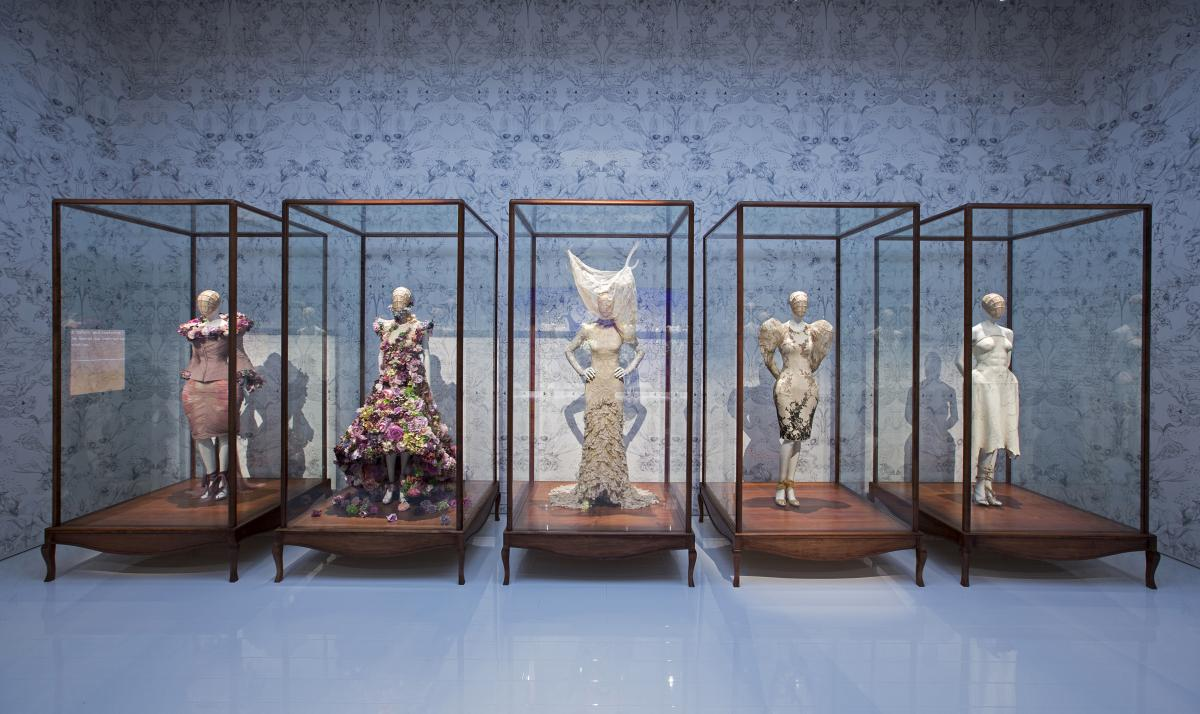 9._Installation_view_of_Romantic_Naturalism_gallery_Alexander_McQueen_Savage_Beauty_at_the_VA_c_Victoria_and_Albert_Museum_London.jpg