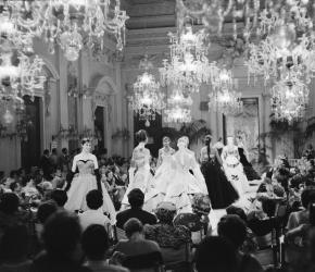 Fashion Show in Sala Bianca 1955, copyright Giorgini Archive